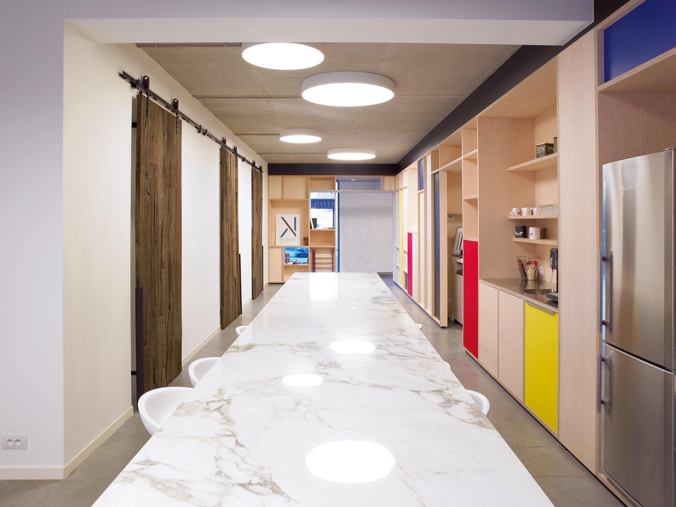 Keuken Landelijk Ramen : Maximale lichtinval in je moderne keuken met een panoramisch raam
